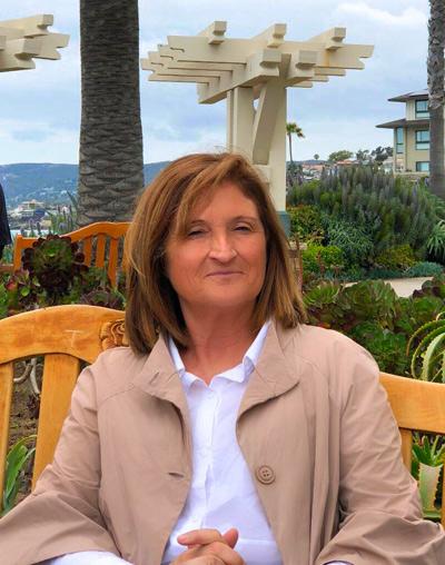 Dora Fernández, 61